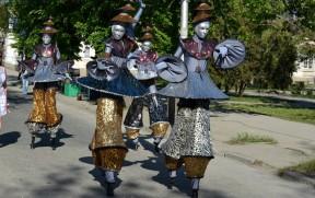 На ходулях, (фестиваль живых статуй, Евпатория 2013)