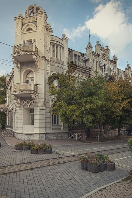 дом на театральной площади, Евпатория